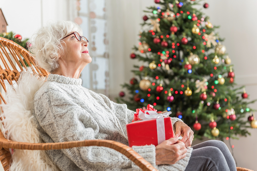 How Senior Care Can Help Seniors Living Alone During the Holidays